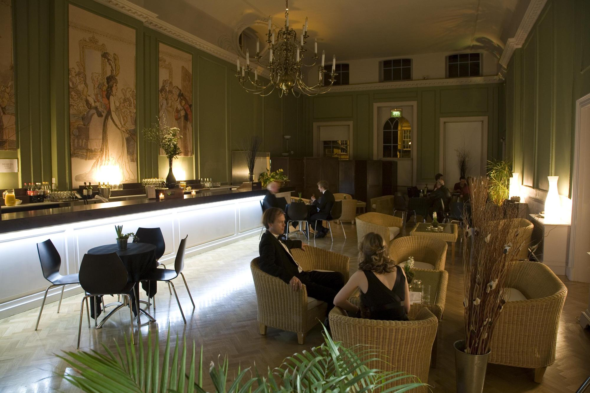 Image: Drinks in the Card Room at the Assembly Rooms
