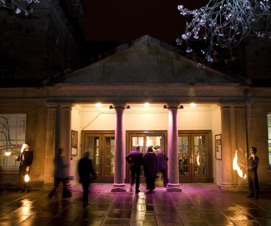 Image: Guests arriving at the Assembly Rooms