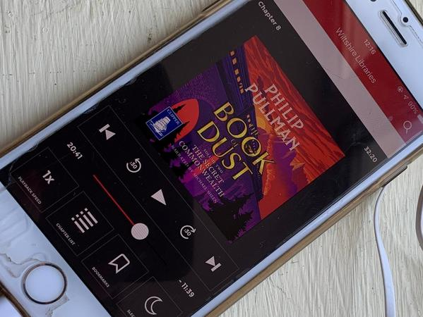 Image: mobile phone with audio book screen